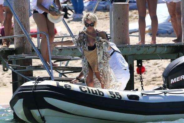 Tomaron el bote para abordar su yate. Más videos de Chismes aquí.