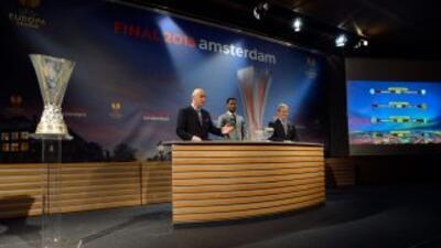 Momento del sorteo de cuartos de final de la Liga Europa, cuya final se...