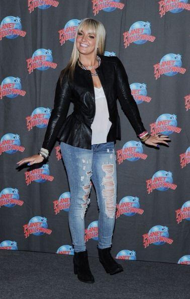 Otra alternativa para estas mujeres son los jeans con efecto desgastado...