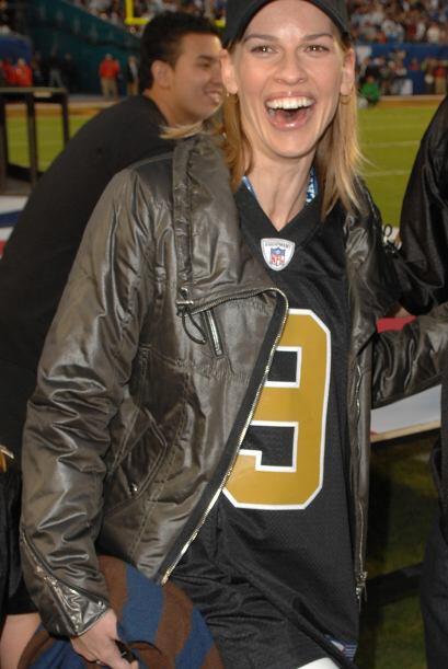 El 'outfit' de Hilary Swank  nos parece adecuado para gozar del Super Bo...
