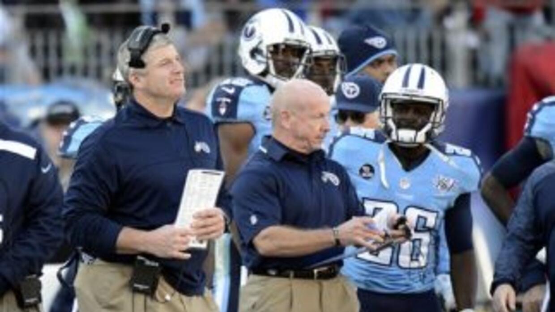 Mike Munchak aún desconoce si dirigirá a los Titans en 2014 (AP-NFL).