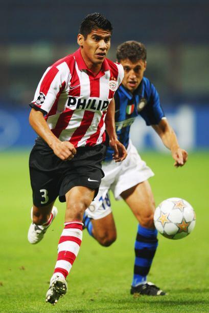 Carlos Salcido fue el segundo mexicano en disputar la Eredivisie, luego...