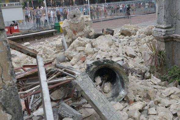 El 6 de febrero de 2012, un terremoto de 6.7 grados, seguido de 1,400 ré...