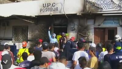 Por un falso rumor, unos vecinos quemaron vivos a tres hombres en Ecuador