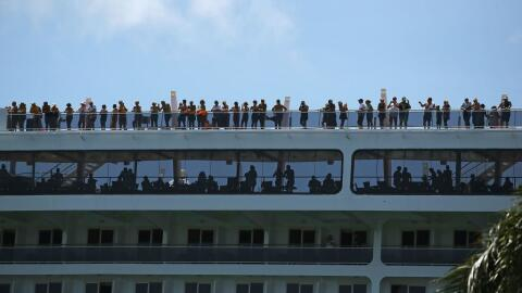 Muchois pasajeros llegaron a Miami sin una opción para salir de l...