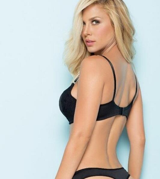 La bella modelo colombiana es gran seguidora del fútbol, y uno de sus eq...