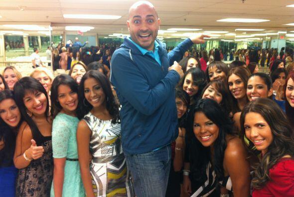 Nuestro KQ Jock, Alex Díaz, hace de las suyas en Nuestra Belleza Latina....