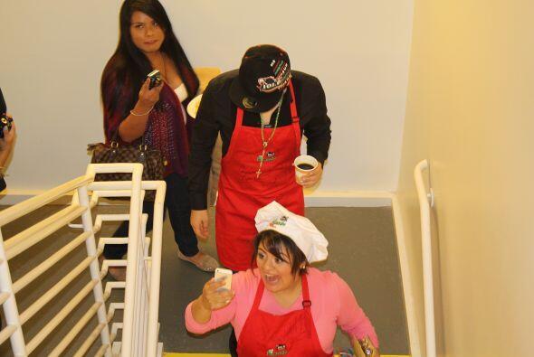 ¡Noel nos estaba cocinando unos ricos pancakes y en eso suena la alarma...