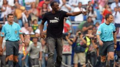 El hombre más veloz del mundo también quiere destacar en las canchas de...