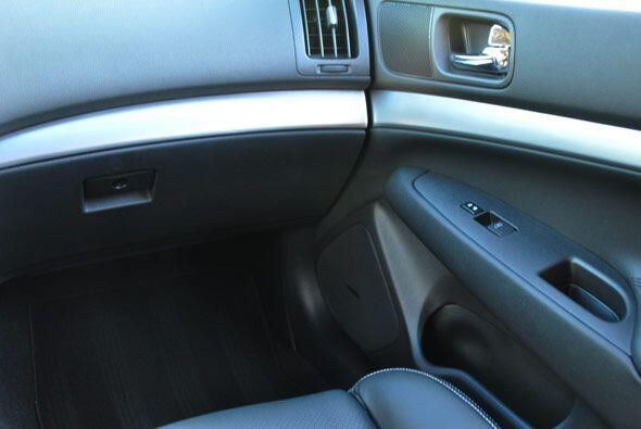El diseño interior de la cabina combina de forma elegante materiales com...