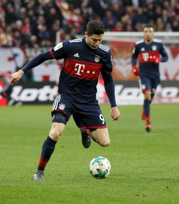 Con golazo de James, Bayern Múnich sigue imparable en la Bundesliga 6365...