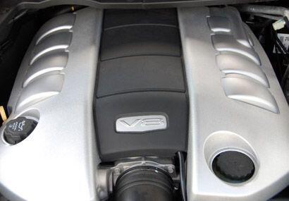 El motor es un V8 de 6.0 litros que produce 361 caballos de fuerza.