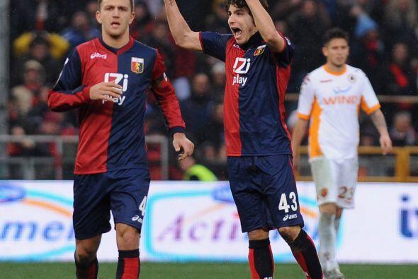 Ambos atacantes marcaron dos tantos y de este modo el Genoa remontó el 3...