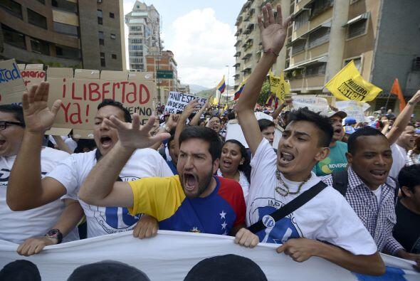 El pueblo se manifiesta mediante una protesta cívica. Los estudiantes ll...