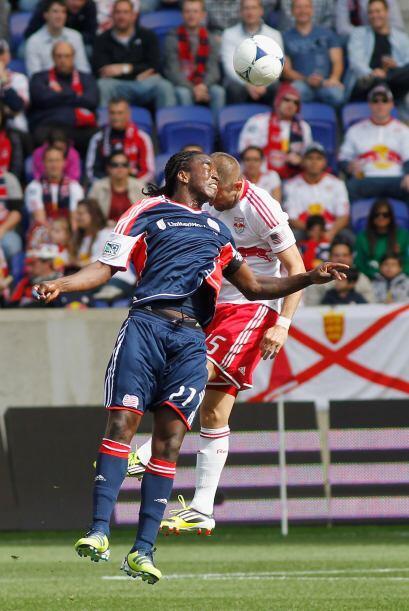 Los 'Revs' batallaron para hacerse del balón a lo largo del partido.