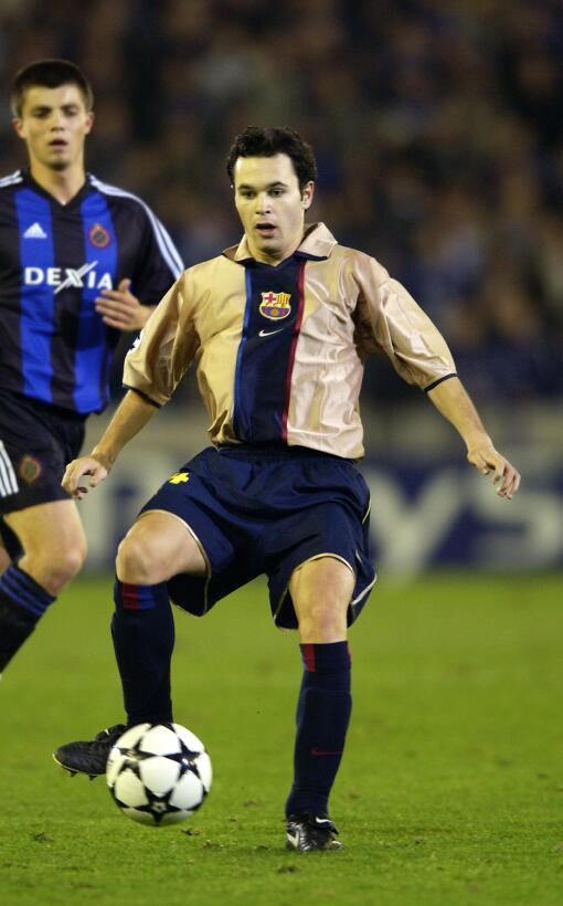 El primer partido de Iniesta con el Barcelona fue el 4 de junio de 2001...
