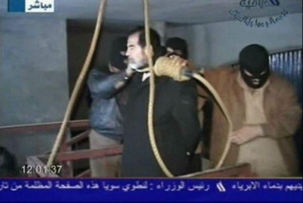 Momentos antes de morir en la horca, Sadam Hussein fue maldecido por uno...