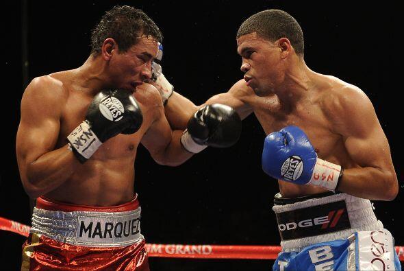 En el tercer asalto, López conectó uno de sus golpes más potentes de la...