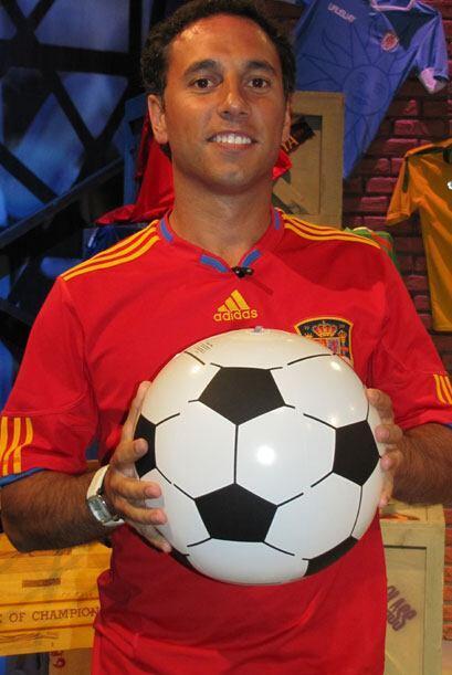 Josep Esteve Glez tiene 30 años, ¿su equipo favorito? España.