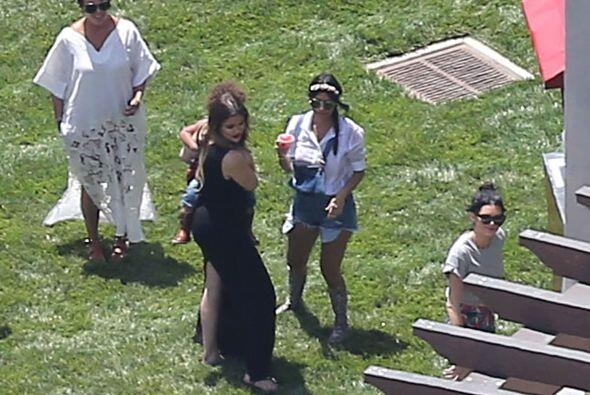 """Aquí vemos a las """"chicas"""" Jenner en plena fiesta. Más videos de Chismes..."""