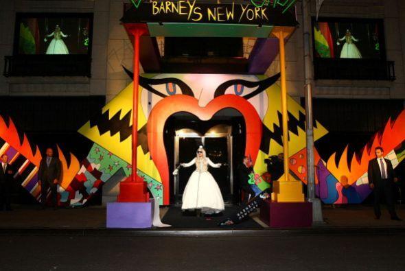 Lady Gaga llegó a NY para promover GAGA'S WORKSHOP, una colección de  pr...