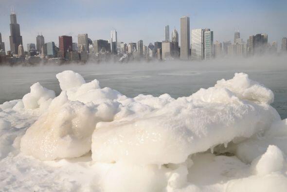 La ráfaga ártica sigue afectando a la zona norte del Medio Oeste de EEUU...