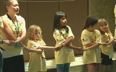 Realizan campamento en Malibú para ofrecer apoyo gratuito a los menores...