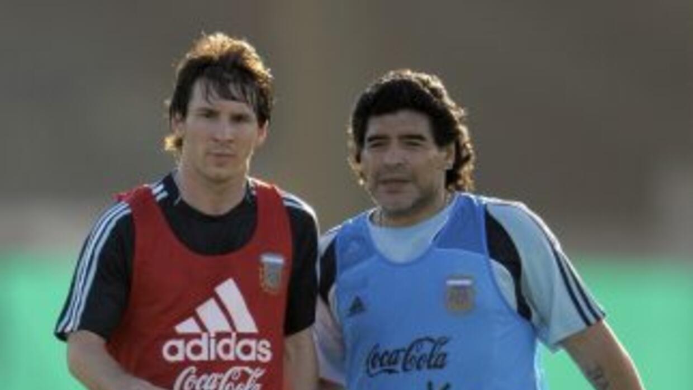 Maradona cree que Lionel Messi podrá ser en un futuro el mejor jugador d...