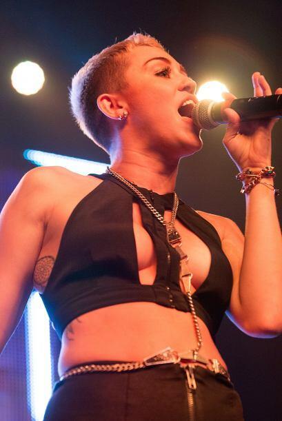 De seguro Miley creyó que su 'belly chain' iba a mantener a salvo y en s...