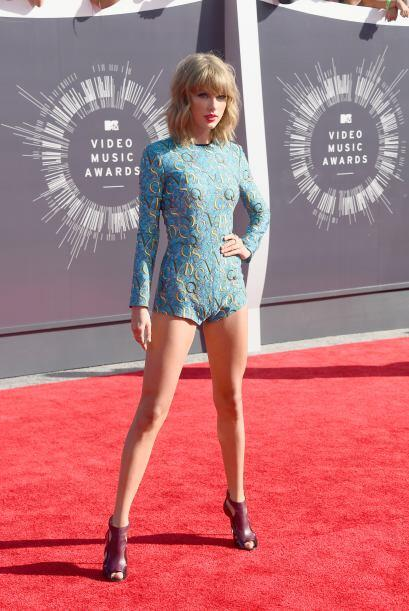 Ahora sí a la que le urge un asesor fashionista es a Taylor Swift.
