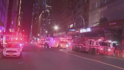 Autoridades cerraron vías en Manhattan por la caída de escombros como consecuencia de los vientos