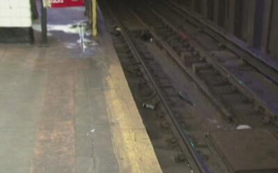 Buscan al sospechoso de lanzar a una mujer a los rieles del subway de Nu...
