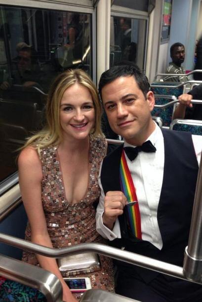 ¿Quién dijo que por sencillo se pierde glamour? Jimmy Kimmel fue un éxit...
