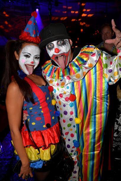 Y además de las 'playmates' los invitados mostraron unos disfraces muy a...