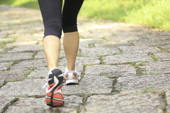 Incorpora actividad física a tu vida. Para estar sana, el ejercicio diar...