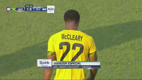 Cuando mejor jugaba El Salvador,  llega Garath McCleary y la manda a gua...
