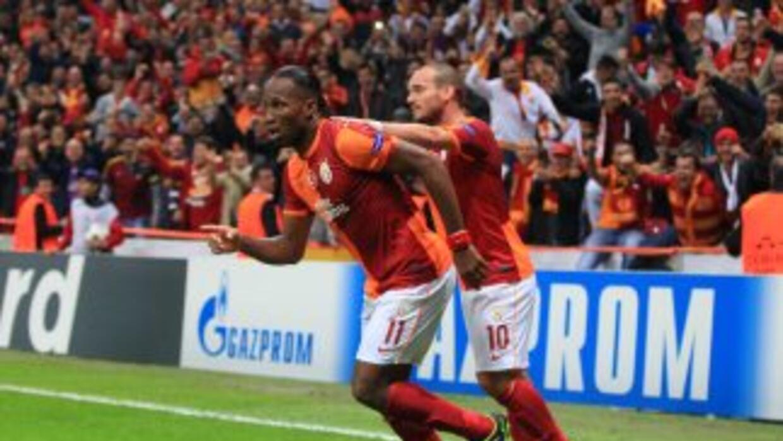 Drogba y Sneijder se hicieron presentes en el triunfo turco con un gol r...