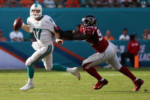 El mariscal de Miami completó 24 de 35 pases para 236 yardas.