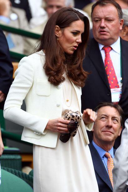 Kate, sin William, arribó con un vestido y saco en color crema, discreto...