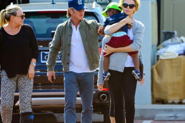 A la hija de Sean, Dylan, de 23 años, y su hijo, Hopper, de 21 a&...