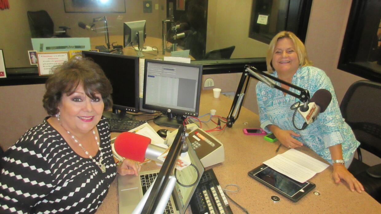 Ninoska e Ileana Ros-Lehtinen en los estudios de Radio Mambí 710 en Miami.