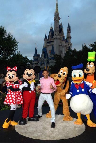 """""""Pasándola súper en el mundo Mágico de Disney celebrando los 17 años de..."""