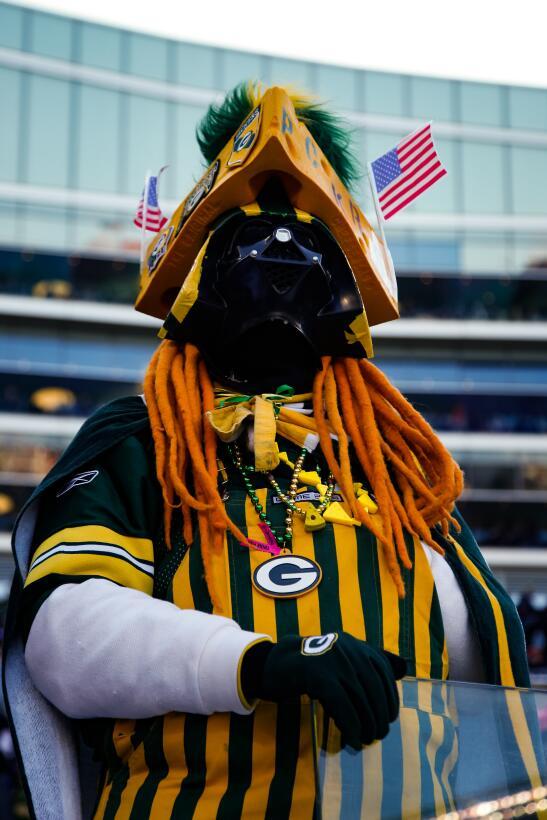La Navidad y el colorido se toman la fiesta de la NFL GettyImages-630206...