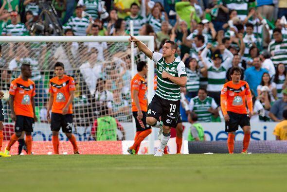 Rafael Figueroa (8): Fue el mejor jugador del partido y quien se echó al...