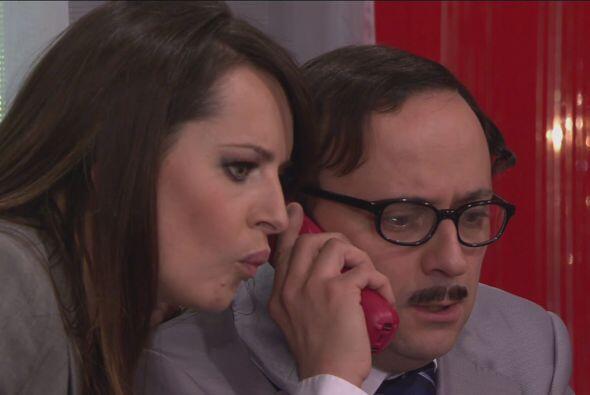 En ese momento el jefe le llama para avisarle que un reportero llegará a...