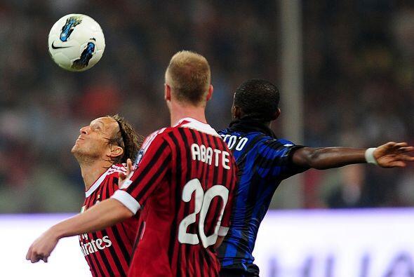La segunda mitad comenzó con un Milan lanzado al ataque y un Inter reple...