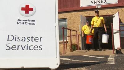 Cruz Roja y autoridades locales abren un centro de ayuda para los afectados por las inundaciones en Everman
