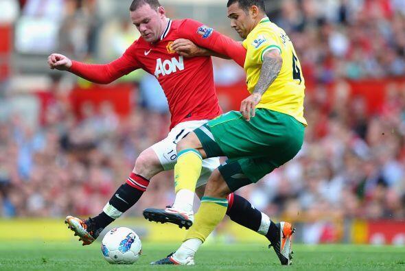 Manchester United se midió al ascendido Norwich City en busca de un resu...