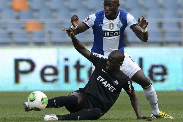 El francés Eliaquim Mangala completa la zona baja. Este hombre del Porto...