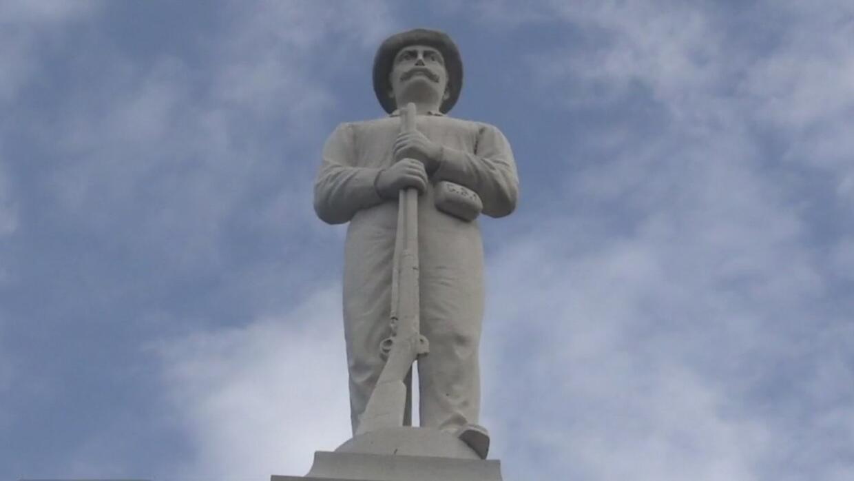 Autoridades anuncian que estatuas confederadas de Dallas serán reubicada...